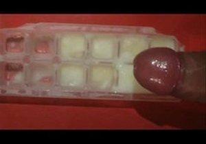 Sperma im Eiswürfelbereiter / Ice cube tray: Auch wenn die Idee geil ist - Sie ist nicht Praxistauglich